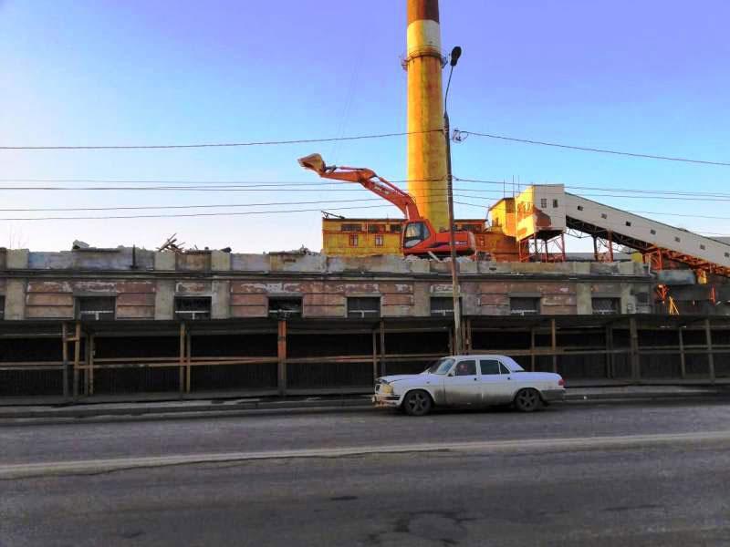 ОАО Иркутскэнерго - фото8. Демонтаж здания спецтехникой